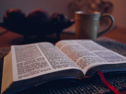 bible-1031288_640